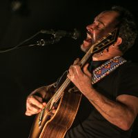 Dave Matthews singing & playing the guitar